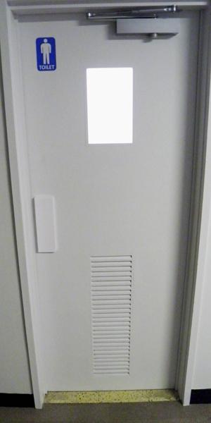 男子トイレ扉