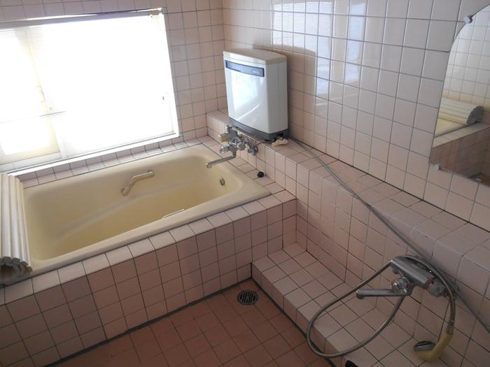 Before タイル貼りの浴室